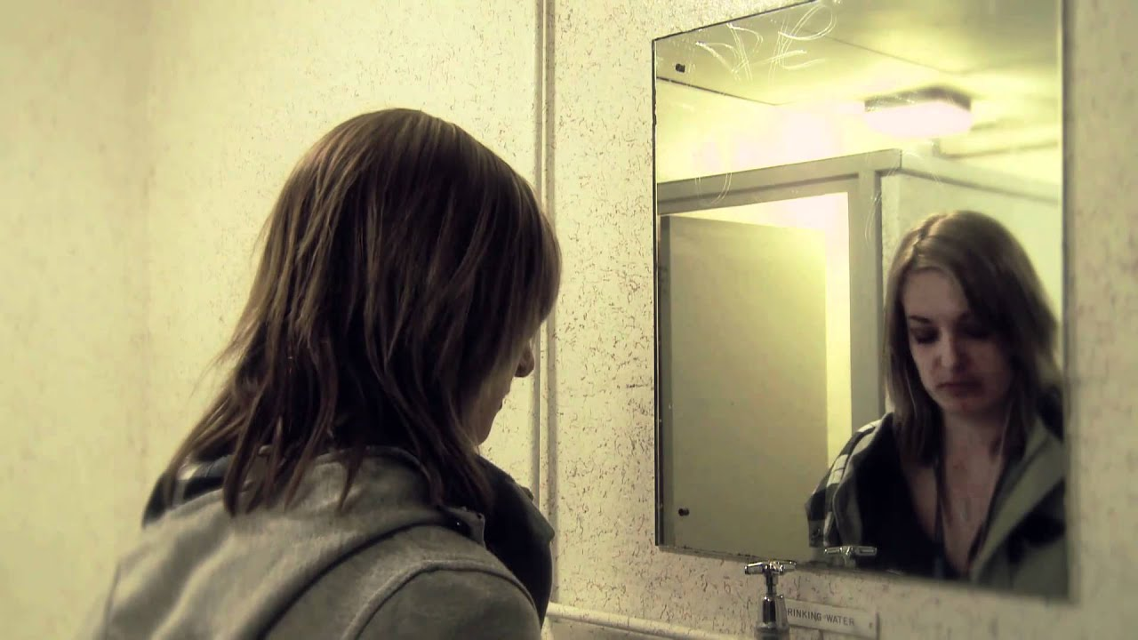 New horror film 2011 girl in the mirror for Mirror horror movie