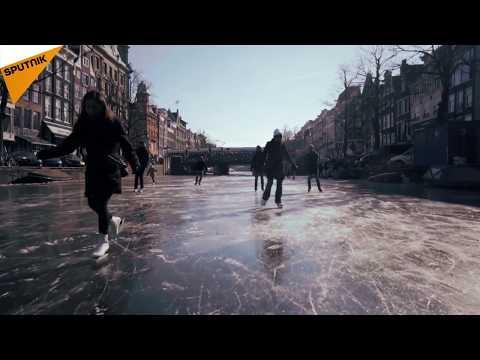 Amsterdam: des canaux transformés en patinoires