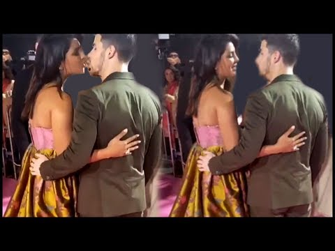 Priyanka Chopra KISSES Nick Jonas At The Pink Carpet Of Isn't It Romantic World Premiere!
