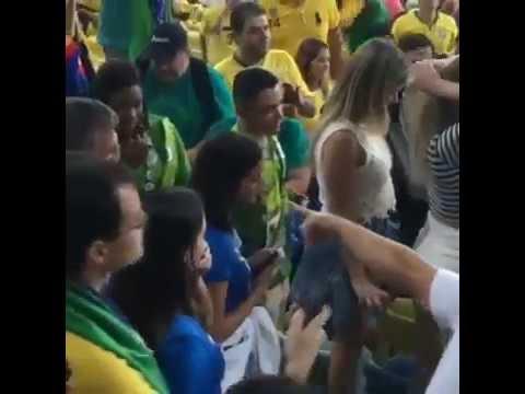 b2833d58eec Neymar vai até Bruna Marquezine apos titulo pela seleção olímpica ! -  YouTube