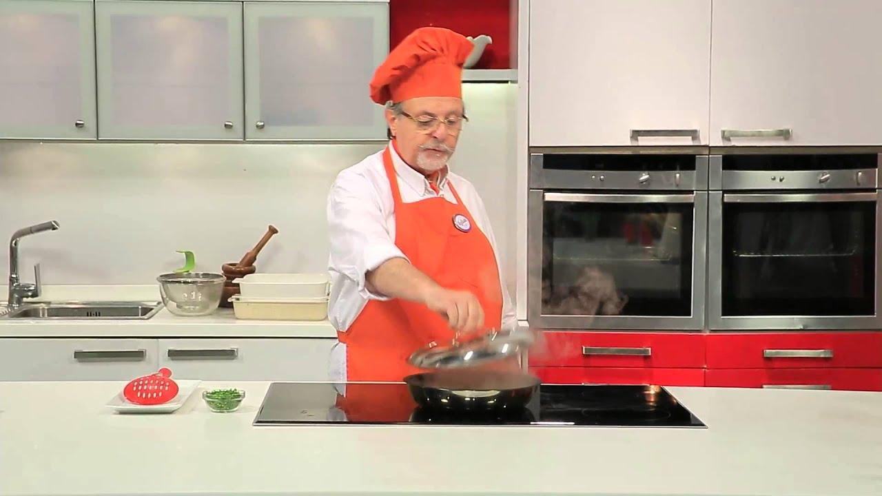 كرات اللحم بصوص الطماطم والكاري الاحمر -  سمبوسك بكرات اللحم : طبخة ونص حلقة كاملة
