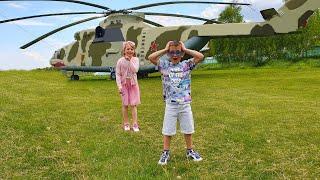 Музей авиации. Дети лазят в самолётах и вертолётах.  Как летает настоящий самолёт и вертолёт.