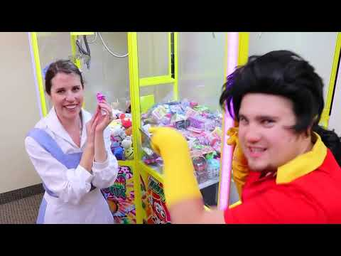 Beauty and The Beast Belle vs. Gaston Claw Machine