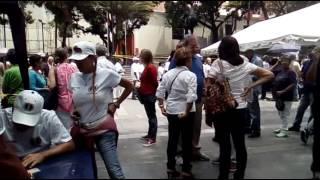 Militantes y simpatizantes AD en Pza.Bolívar Chacao, uno de los sitios dispuestos para validar