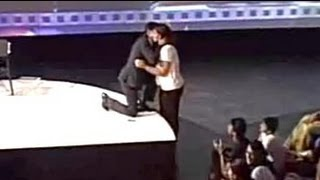 Shah Rukh sang to young fan who cried with delight