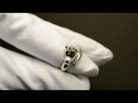 Кольцо в виде ножки младенца из белого золота с бриллиантом 585 проба
