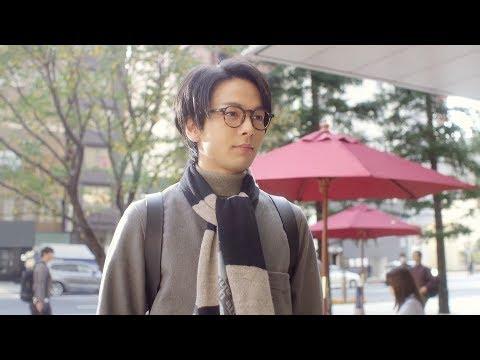 中村倫也、スーツ姿で軽快なジャンプ!カジュアルとオフィス2つのスタイルに変身 ABC-MART『HAWKINS TRAVELLER』新TV-CM
