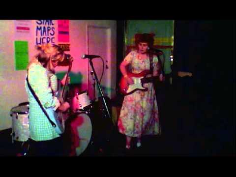 Girlpool - Ideal World (live)