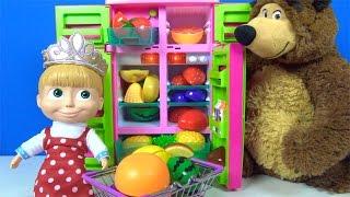 Maşa ile Koca Ayı meyveleri kesip buzdolabına koyuyor - Maşa ile Koca Ayı çizgi filmi oyuncakları