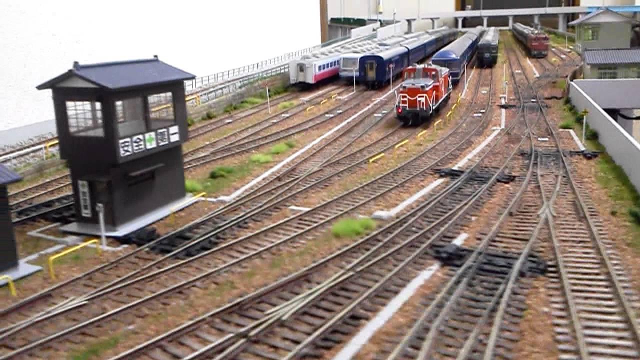 HOゲージ鉄道模型 入替え専用機DE10 20系押し込み - YouTube