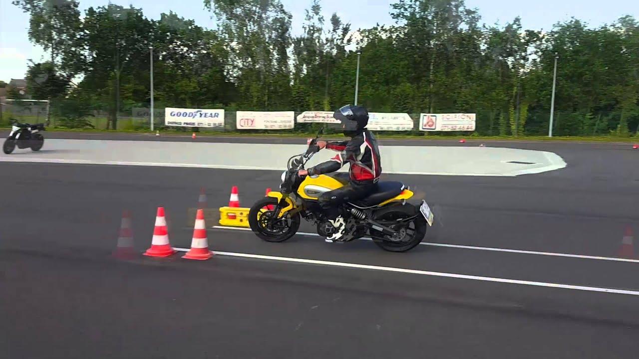 le permis moto en belgique les man uvres pour le permis a youtube. Black Bedroom Furniture Sets. Home Design Ideas