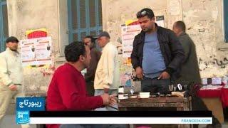 مهنة مسح الأحذية.. حل للشباب العاطل عن العمل في تونس