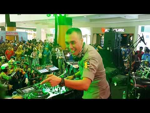 BRIGADIR DJ GIOVANNI PERFORMANCE @POLICE EXPO POLDA KALIMANTAN SELATAN T.A. 2017