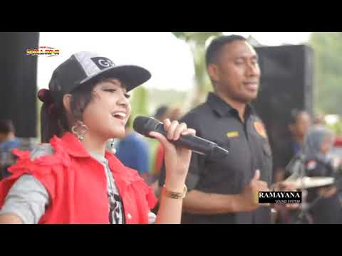 Jihan Audy - Despacito - New Pallapa Live Mojokrapak 2017