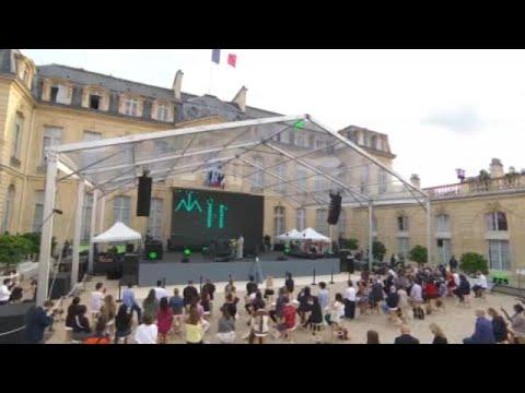 شاهد: القصر الرئاسي في فرنسا يفتح أبوابه أمام الموسيقيين في -عيد الموسيقى- السنوي…  - نشر قبل 11 ساعة