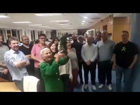 Benedicta, recibida entre aplausos na sede de El Progreso