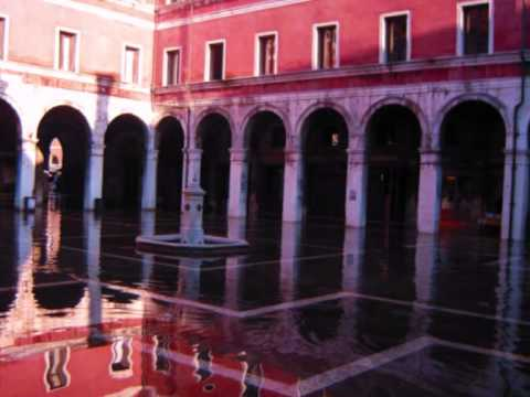 Venetian architecture dissolved in water, light and color. By Walks inside Italy