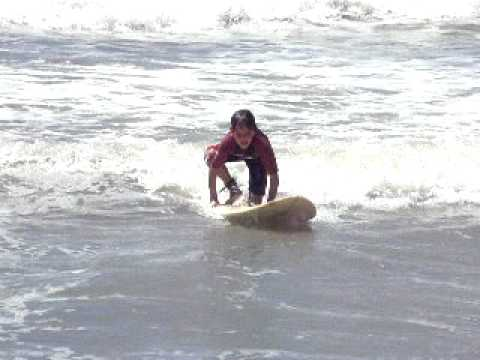 salva y juancruz surfeando