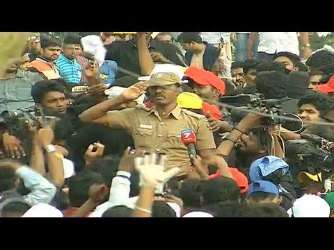 Cop's emotional speech supporting Jallikattu in Marina beach | News7 Tamil