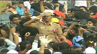 cop s emotional speech supporting jallikattu in marina beach   news7 tamil