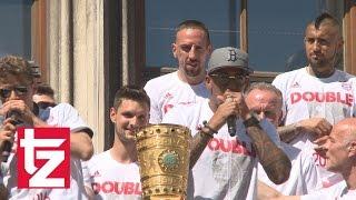 Jerome Boateng: Beatbox-Einlage bei der Double-Feier 2016 des FC Bayern