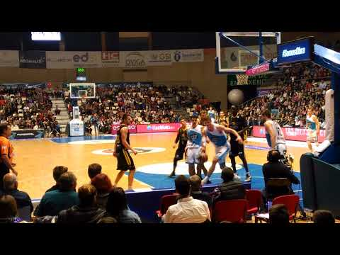 Fiesta del último minuto del partido de baloncesto Monbus Obradoiro 75-Iberostar Tenerife 64