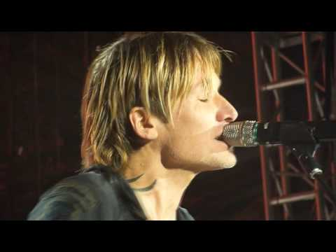 Keith Urban - 1999 (Prince Cover During 2017 NYE Nashville)
