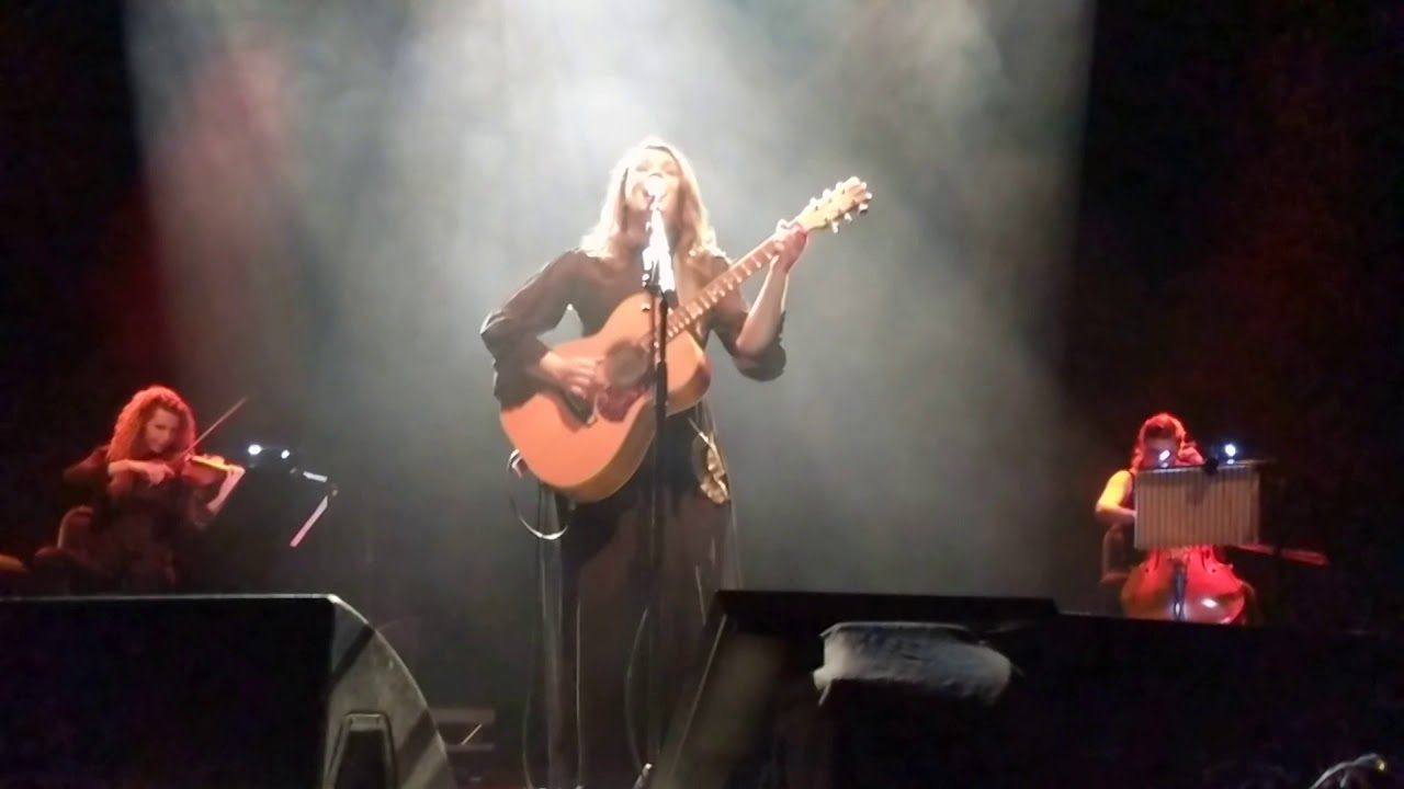 Carmen consoli a finestra live in london 2018 youtube - Accordi a finestra carmen consoli ...