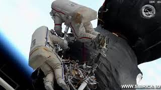 В открытом космосе. Дыра на МКС