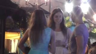 Знакомство с двумя девушками на улице!