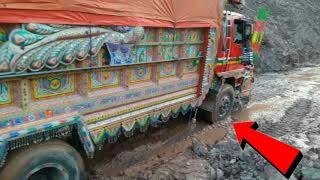 Azad pattan land sliding videos most dangerous driving