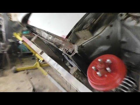 ГАЗ 24-10, Вырезаю ржавые куски.