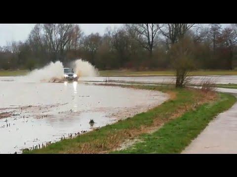 Hochwasser Deutschland Steinheim Наводнение в Германии Патролу это до фонаря