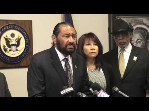 国会议员就美联航超售拖人事件举行新闻发布会 休斯顿各族裔领袖代表发声谴责