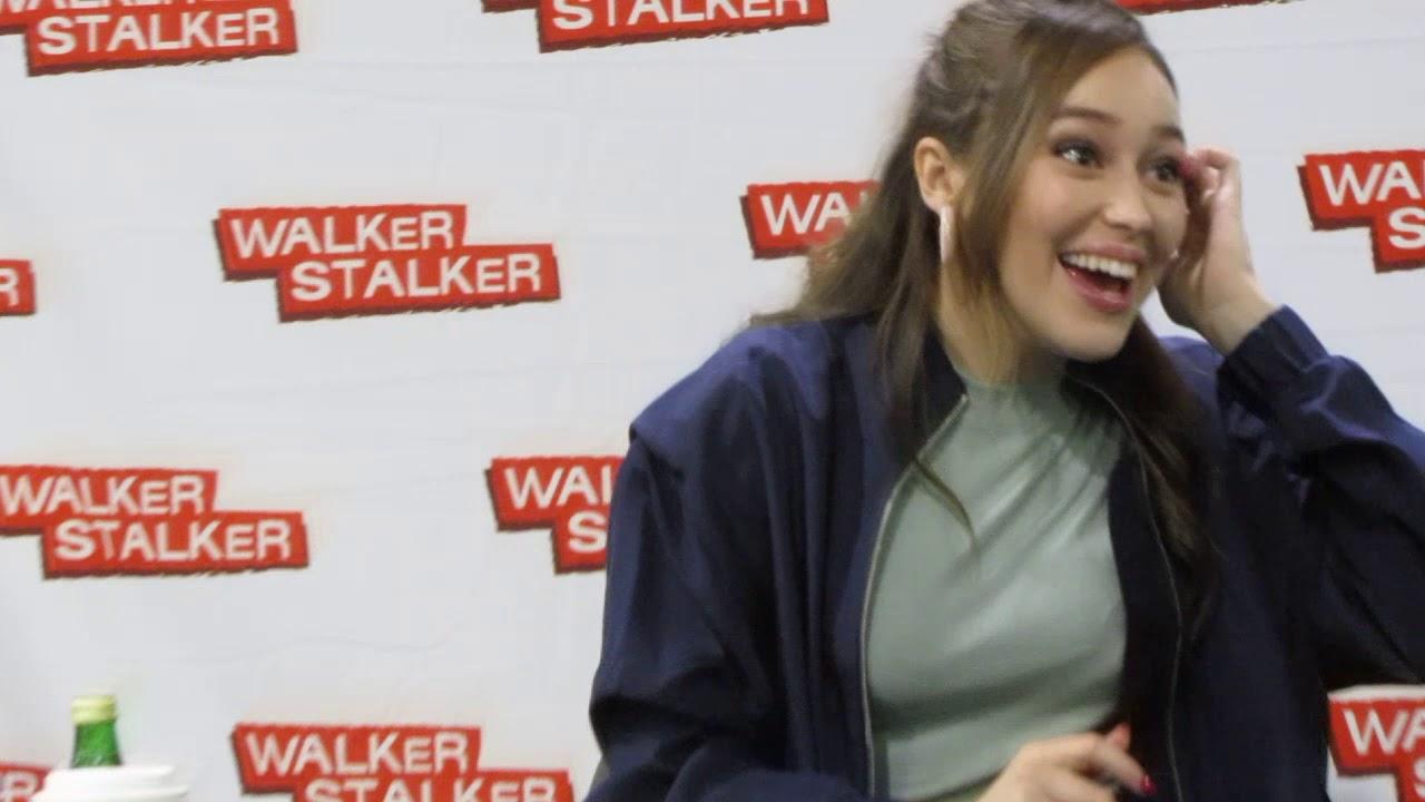 Download Alycia Debnam-Carey preparing to sign autographs at WalkerStalker Con in Atlanta - Oct 27, 2018