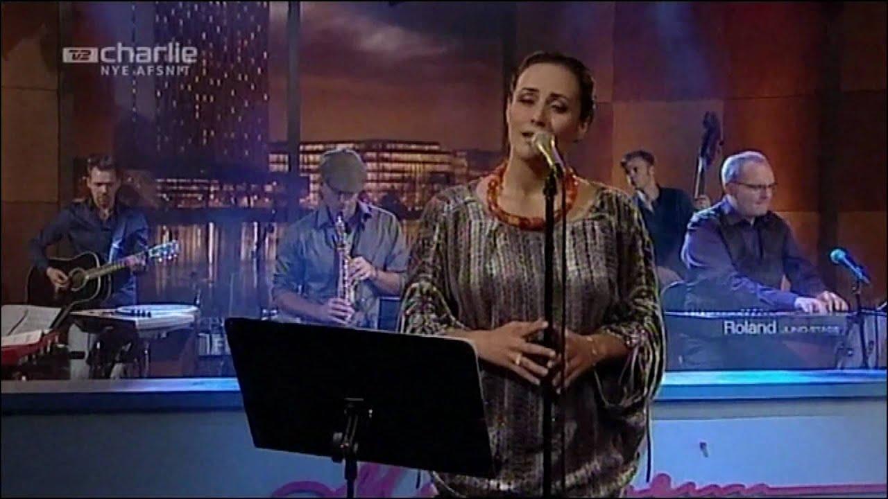julie-berthelsen-timmisssatut-illunnga-som-en-fugl-live-jan-glaesel