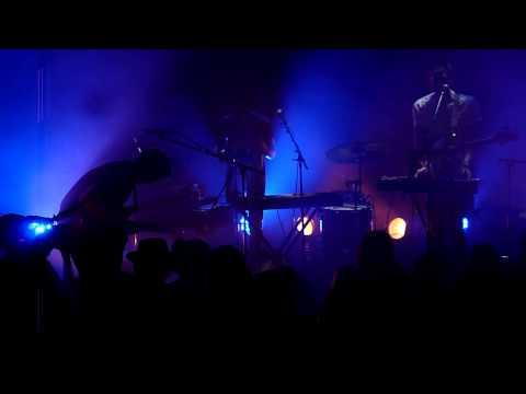 BRNS - Deathbed (Live @ Café de la Danse, Paris 17-04-2013)