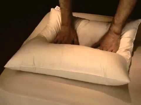 oreiller en duvet d 39 oie souple et coton bio mille oreillers youtube. Black Bedroom Furniture Sets. Home Design Ideas