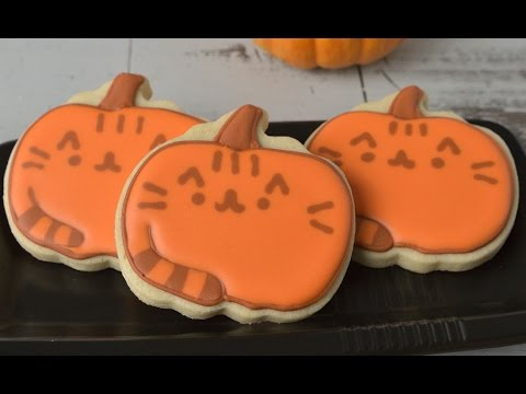 pusheen cat cookies dressed up for halloween hanielas