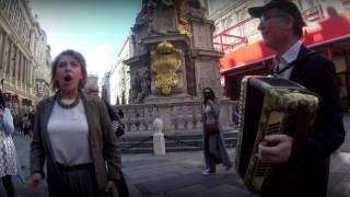 """Русский флешмоб в центре Вены!!! """"Майский вальс"""""""