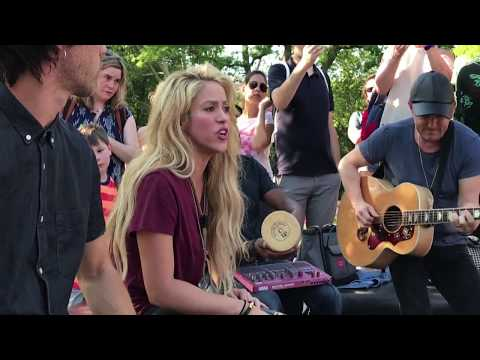 Shakira - Chantaje (Live In Washington Square Park / En Vivo En Washington Square Park)