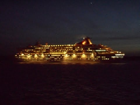 """THV """"Patricia"""", """"Queen Elizabeth"""" & """"Balmoral"""" depart from Southampton - 05/01/2012"""