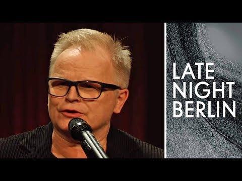 Herbert Grönemeyer singt seine Videos: Wieso ist da ein Eisbär? | Late Night Berlin | ProSieben