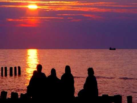 Szum morza i fal o zachodzie słońca / #Moments: Real sound of the Baltic Sea recorded at sunset