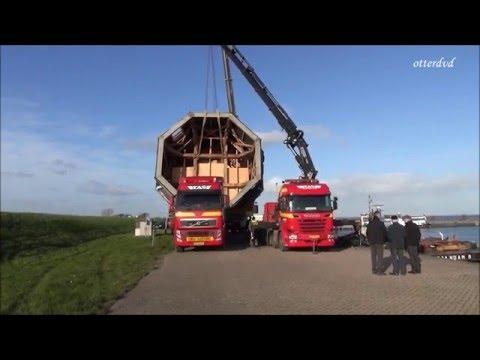 Transport Molen De Haan richting haven Oude Zeug.