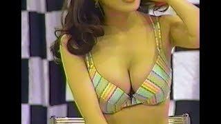 岩崎静子がご褒美として芸人さんにキスをします.