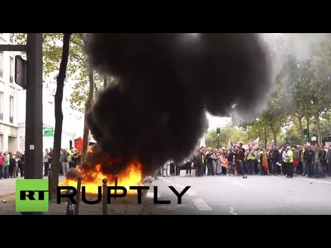 France: Paris burns as 4,000 independent workers call for RSI reform
