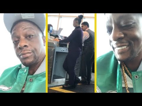 Boosie Finds Himself A Chick At The Airport!