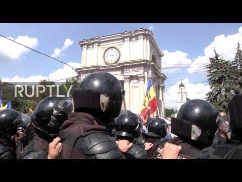 Moldova: Thousands of opposition protesters occupy central Chisinau