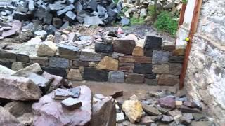 postup práce při stavbě kamenné zdi